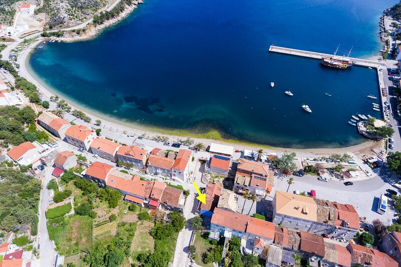 Olive's Apartment-Two Bedroom Apartment with Terrace, holiday rental in Trstenik