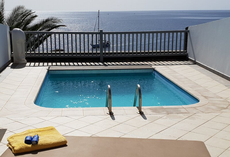 Frontline villa, Private pool, uninterrupted sea views!, vacation rental in Puerto Calero