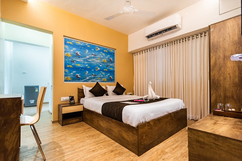 Business ready 1 Bk Studio - self or demand cater., alquiler de vacaciones en Thane