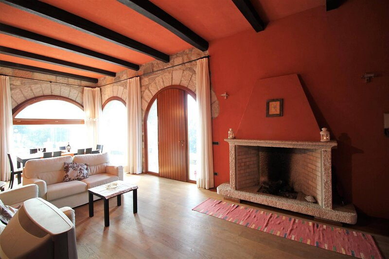 Archi Confortable With Beach, casa vacanza a Gozzano