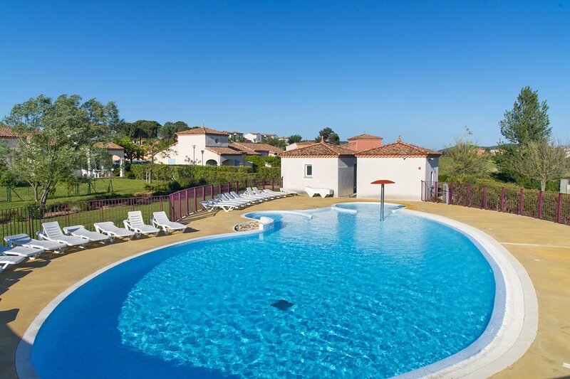 Beautiful house with shared pool, holiday rental in Tourouzelle