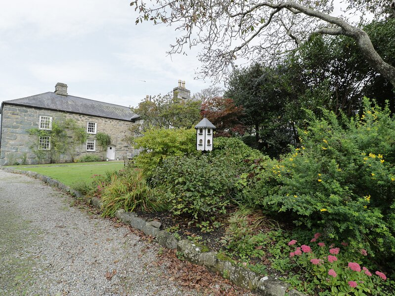 Jacobian Cottage, Llanfair, holiday rental in Llandanwg
