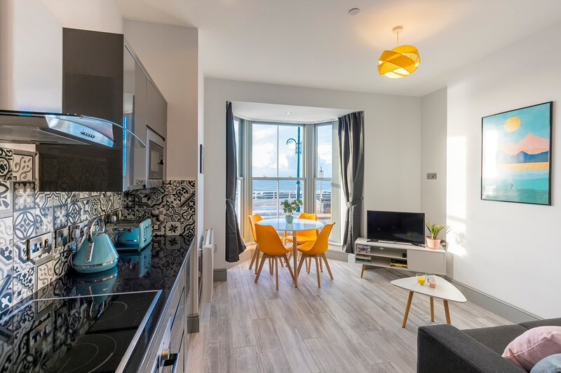 Brand new luxury apartment with stunning sea view, alquiler vacacional en Aberystwyth