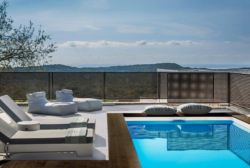 Modern Minimalist Villa Naias, aluguéis de temporada em Katelios