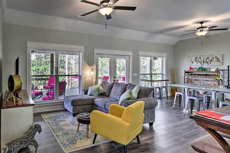 NEW! White Oak Creek Home: Views, Deck & Grill!, vacation rental in Eufaula