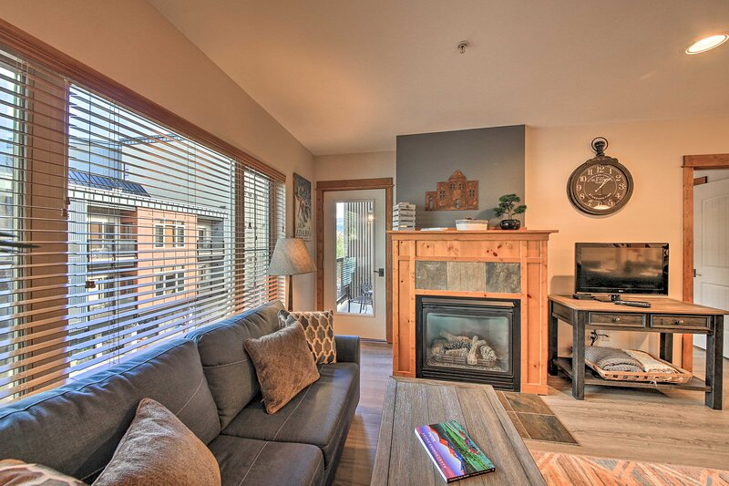 NEW! Silver Mtn Resort Condo - Steps to Gondola!, holiday rental in Calder