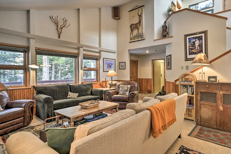 NEW! Cozy Red Lodge 'Creeksong' Cabin w/ Hot Tub!, vacation rental in Clark