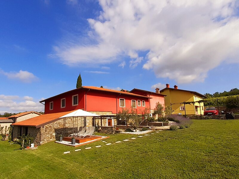 Apartment superior in RED Fairytale GuestHouse for 6 person, holiday rental in Crni Kal