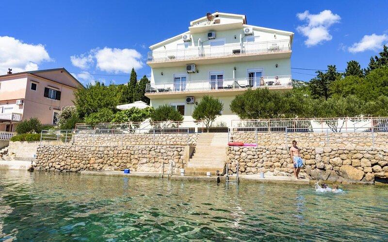 Domagoj - on the beach: SA5 bijeli(2) - Lukovo Sugarje, holiday rental in Gospic