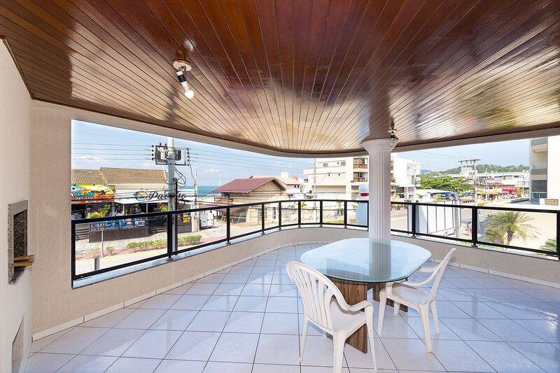 Aluguel Apartamento 04 Dormitórios Vista para o Mar na Praia Bombas SC, holiday rental in Bombinhas