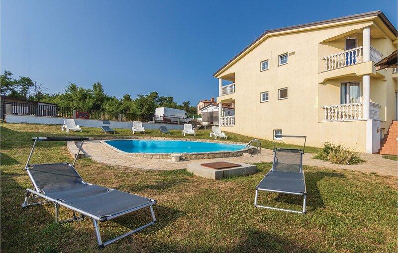 Amazing home in Porec with WiFi and 7 Bedrooms (CIE656), alquiler vacacional en Zbandaj