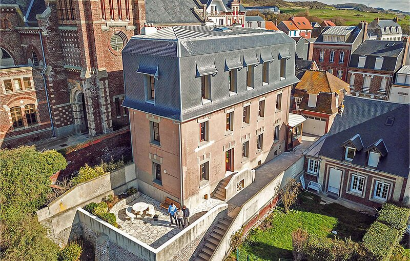 Amazing home in Mers-les-Bains with WiFi and 4 Bedrooms (FNR046), holiday rental in Eu