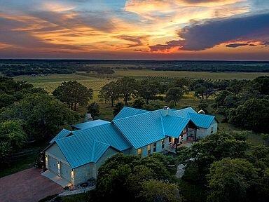 New! Luxury Home Overlooking PeachOrchard&Vineyard, location de vacances à Doss