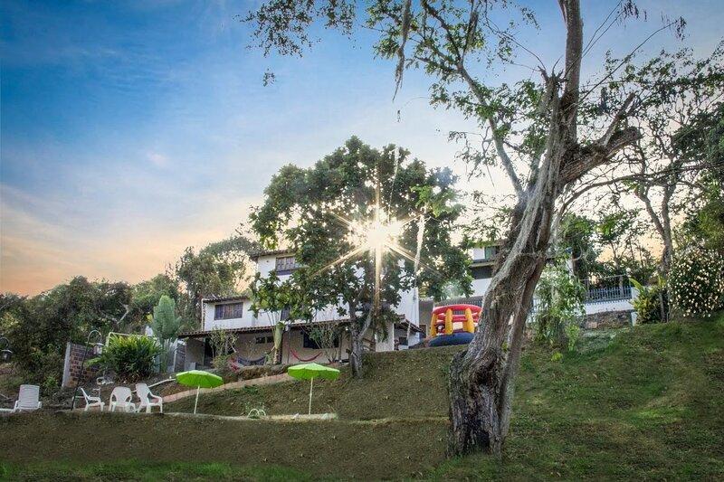 Finca Hotel campestre  cómodo  tranquilo rodeado de naturaleza, aluguéis de temporada em Aratoca