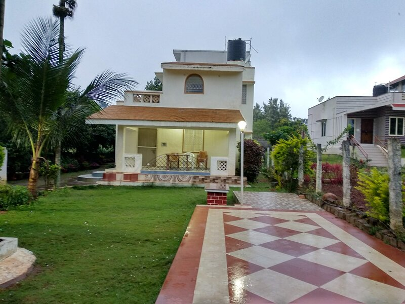 Lawn view ind.cottage, sai &Shreeyas holiday cottage, holiday rental in Vellore