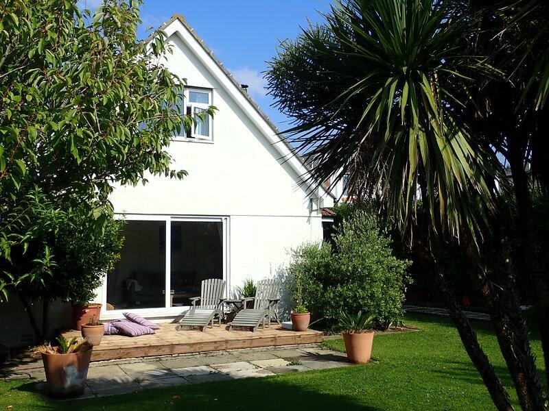Family beach house 5 minutes walk to the beach, alquiler vacacional en Bideford