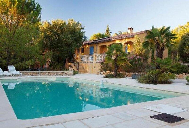 Sainte-Anastasie-sur-Issole Villa Sleeps 6 with Pool Air Con and WiFi - 5878999, location de vacances à Puget-Ville