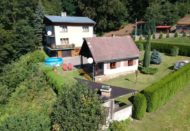 Rakousy Chalet Sleeps 4 with Pool and WiFi - 5879021, holiday rental in Lisny
