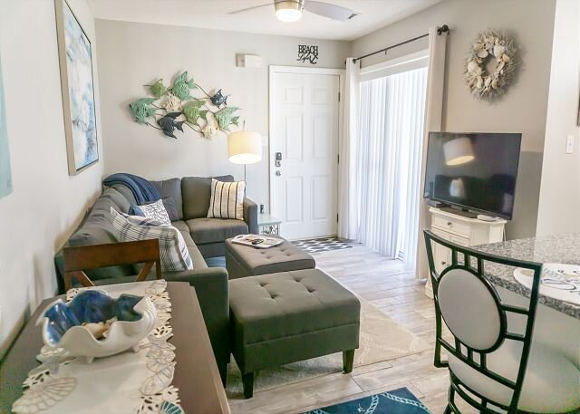 'Never Miss A Sunset' - 2BR/2BA condo just steps from the beach!, holiday rental in Santa Rosa Beach