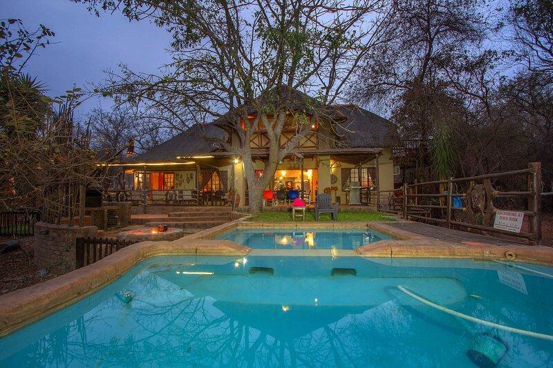 Lovely holiday home bordering Kruger National Park, location de vacances à Marloth Park