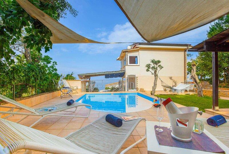 Modern style villa in village location with views, alquiler vacacional en Priora