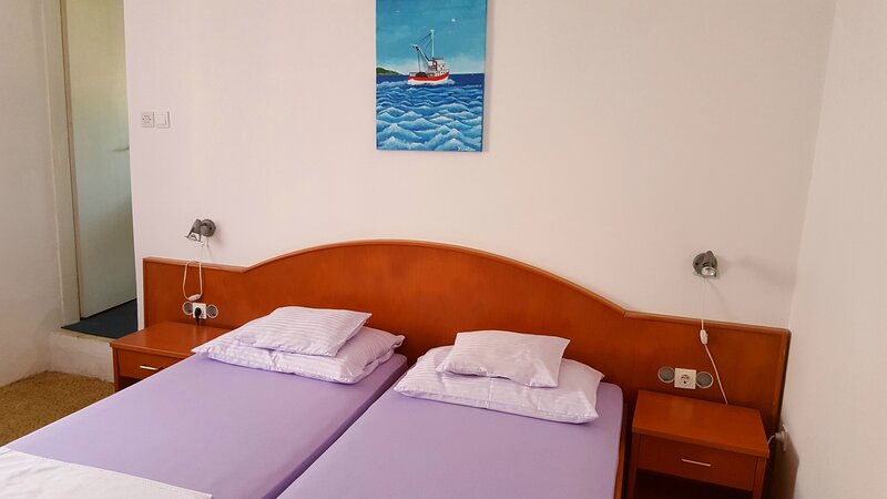 Rooms Milena - Double or Twin Room with Private Bathroom, alquiler de vacaciones en Sudurad