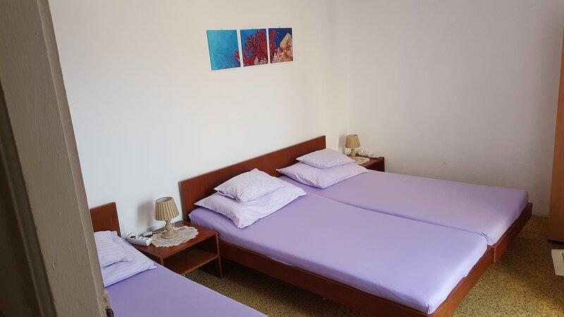 Rooms Milena - Triple Room with External Private Bathroom, alquiler de vacaciones en Sudurad