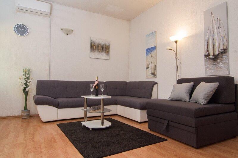 Apartment Studio Vedran - Studio with Terrace, vacation rental in Vranjic