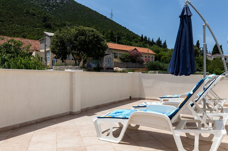 Apartment Relax Ston - Two Bedroom Apartment with Terrace, holiday rental in Hodilje