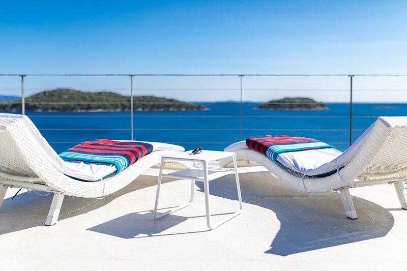Villa Desire - Three Bedroom Villa with Pool and Sea View, Ferienwohnung in Prizba