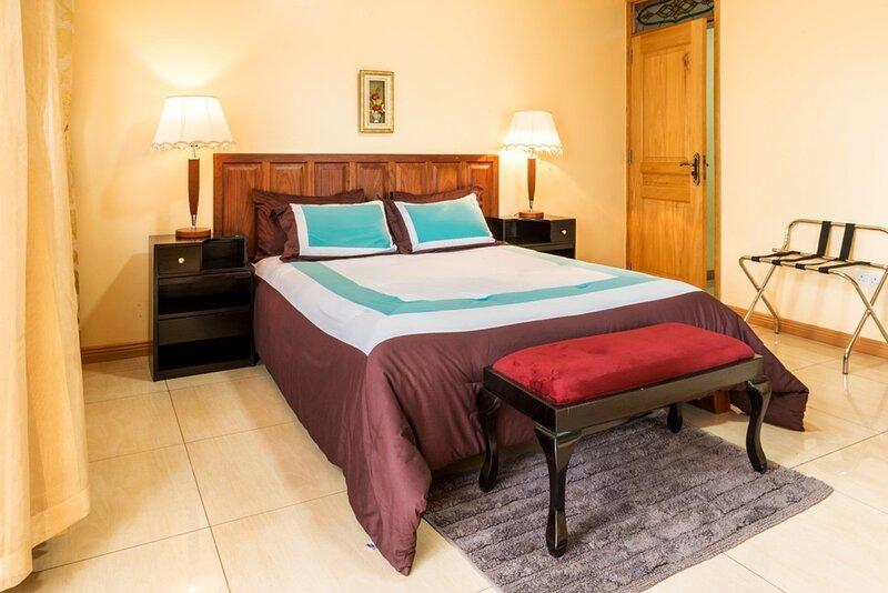 Apartment in secure Resort - 46 People, alquiler vacacional en Munyonyo