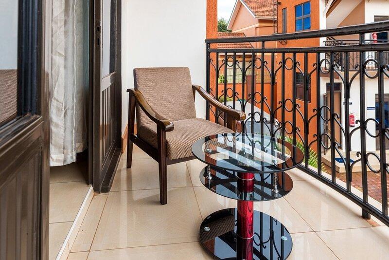 Spacious apartment in secure Resort - 46 People, vacation rental in Munyonyo