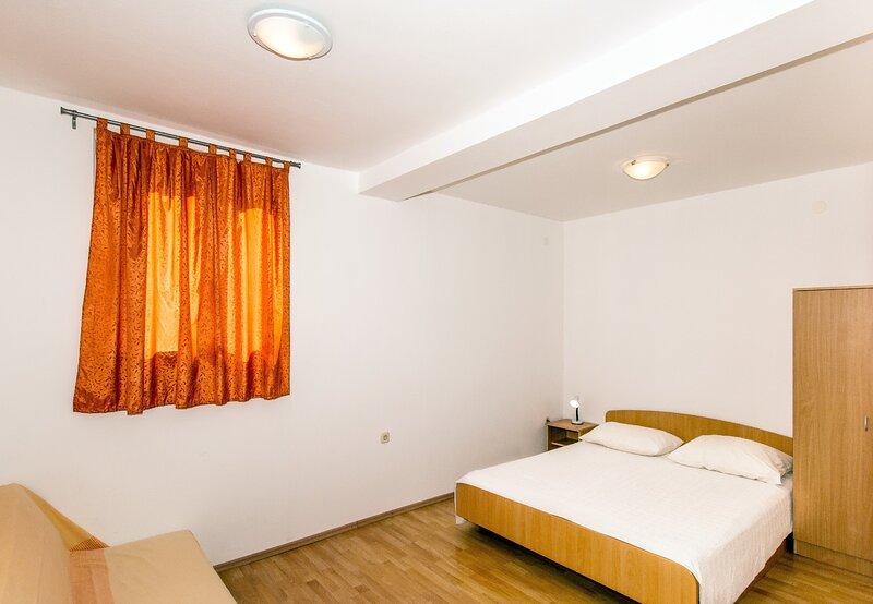 Apartments Doris-Trpanj - Three Bedroom Apartment with Terrace, casa vacanza a Oskorusno