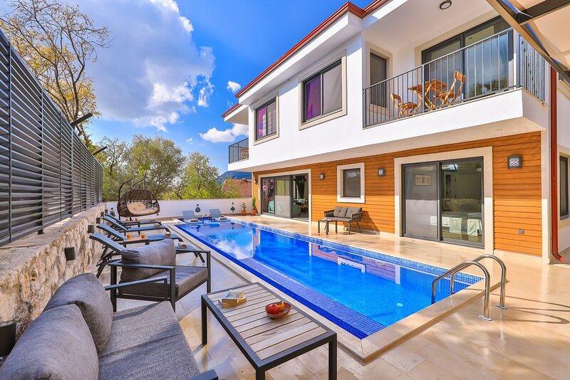 Villa Alba, 3 bedroom countryside holiday villa, holiday rental in Demre (Kale)