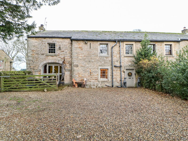 2 THE COACH HOUSE, woodburner, stonework, in Romaldkirk, Ref. 970654, holiday rental in Bowes