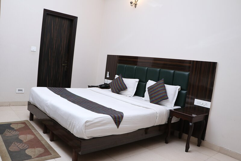 Delhi Homes By Lujo Hotels, vacation rental in Shivpuri