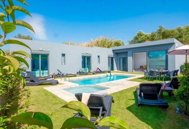 *Zanetti* One level family villa with private pool, location de vacances à Agia Marina