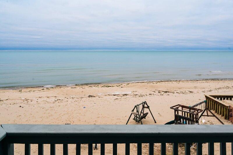 ~ The Oscoda Beach Club ~ All 4 Beach Homes ~, alquiler de vacaciones en Harrisville