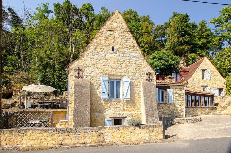 Gîte insolite, La perle Noire avec vue imprenable pour 4 personnes, casa vacanza a Saint-Cybranet