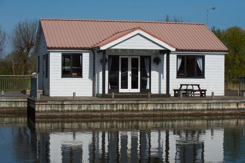 Waterside Cottage sleeps 6, casa vacanza a Potter Heigham