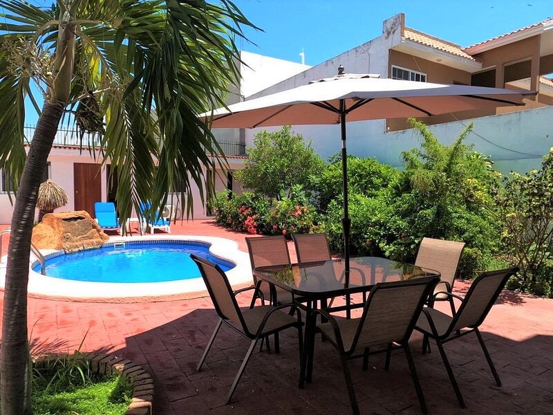 NICE HOUSE WITH PRIVATE POOL NEAR THE BEACH- GOLDEN ZONE, location de vacances à Mazatlan