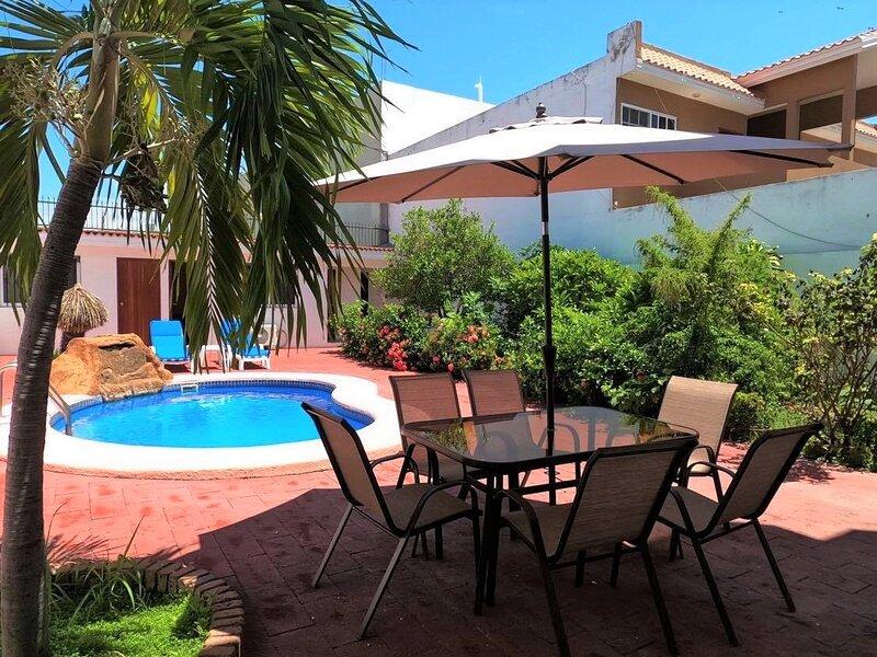 NICE HOUSE WITH PRIVATE POOL NEAR THE BEACH- GOLDEN ZONE, alquiler de vacaciones en Mazatlán