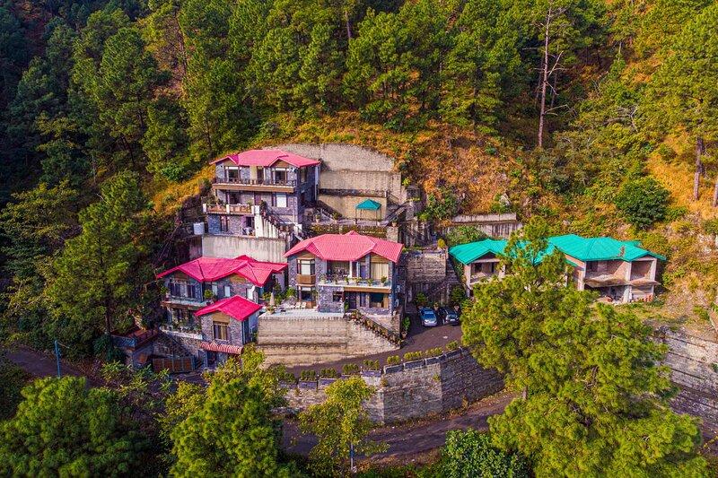 Sukh Aalayam by Vista Rooms, holiday rental in Kasauli Tehsil