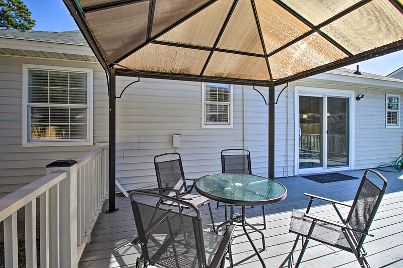 NEW! Home ~ 7 Miles to Savannah Historic District!, vacation rental in Thunderbolt