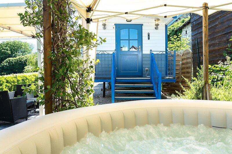 ROULOTTE Les Bichottes, Spa et sauna ouverts, piscine  d'été., location de vacances à Chigny les Roses