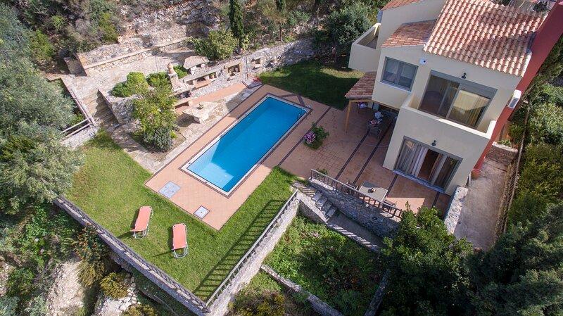 Traditional Villa Malathiros, holiday rental in Kakopetros