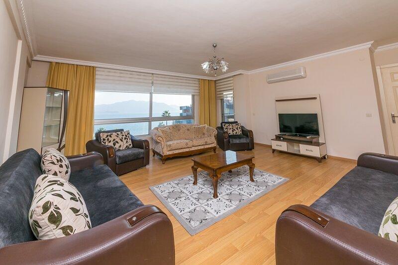 Çardak Sea view Penthouse, holiday rental in Armutalan