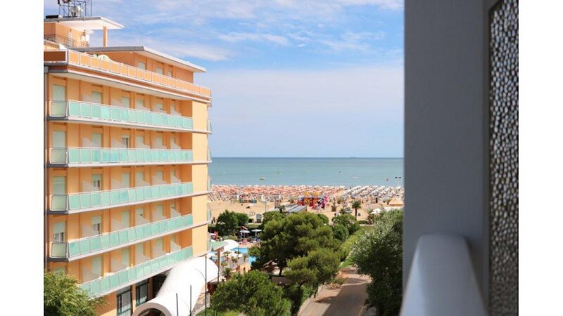Apartment with Sea View just 50 meters from the Beach - Beach Place, vakantiewoning in Bibione Pineda