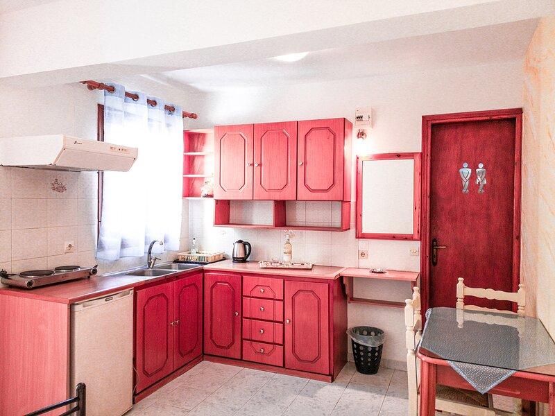 Family Studio - Apartment near the beach, holiday rental in Perissa