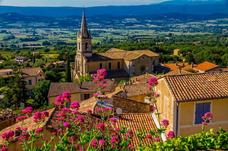 HAVEN OF PEACE& LUXURY AT THE FOOT OF LUBERON IN THE LOVELY VILLAGE OF BONNIEUX, holiday rental in Bonnieux en Provence